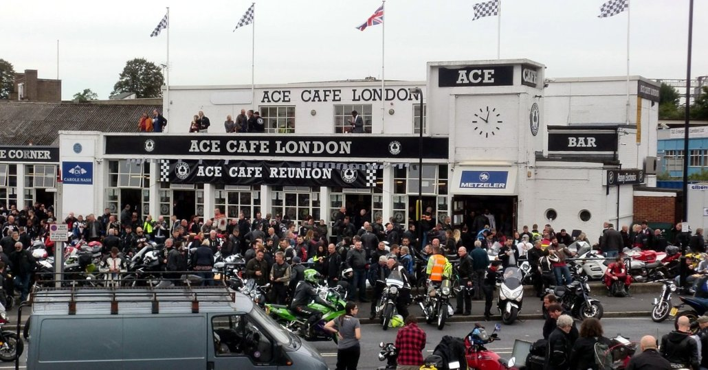 ImageIN UK IL CAPOSTIPITE DEI BAR PER BIKERS ACE CAFE' A LONDRA